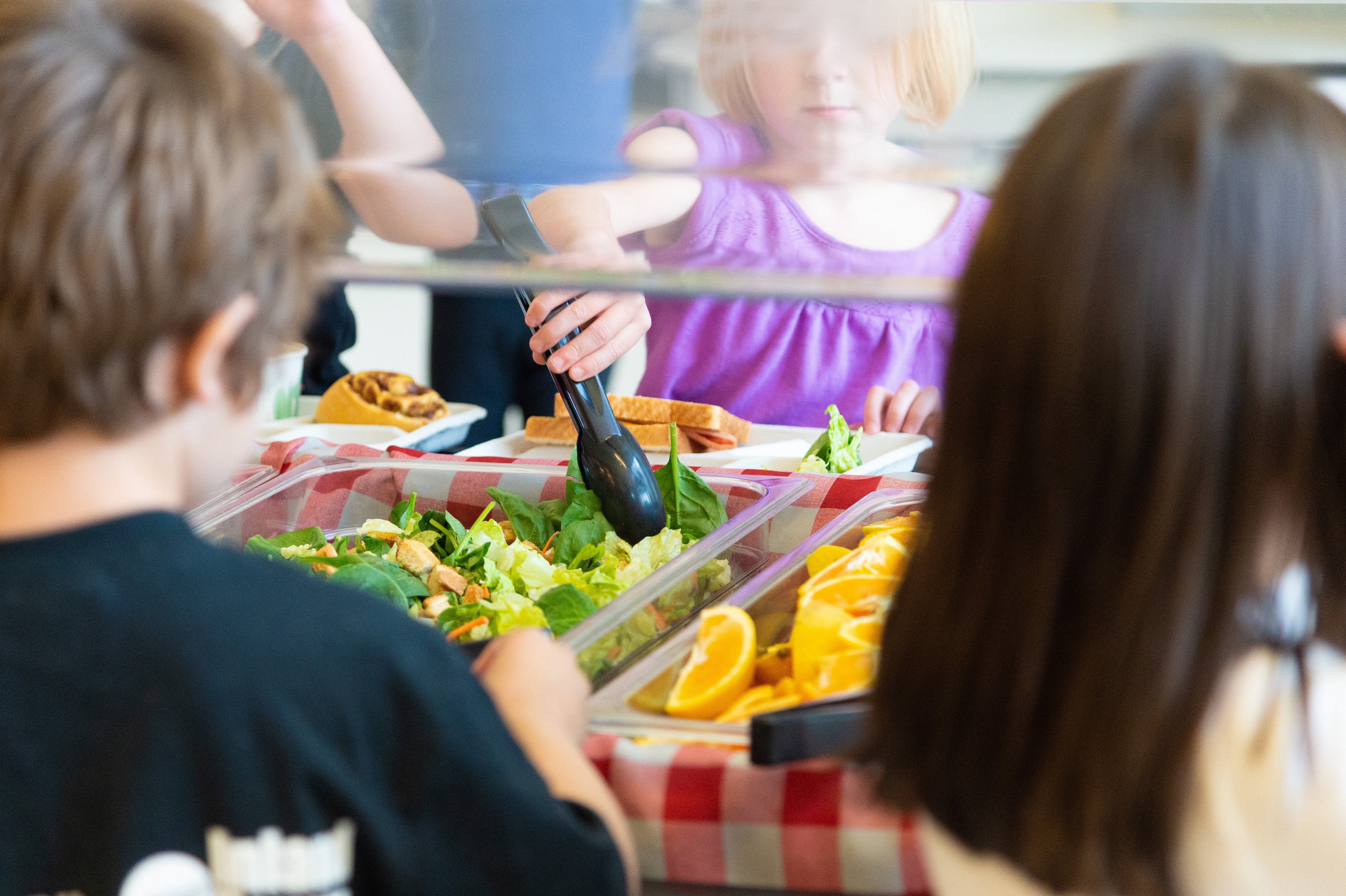 Students picking from salad bar
