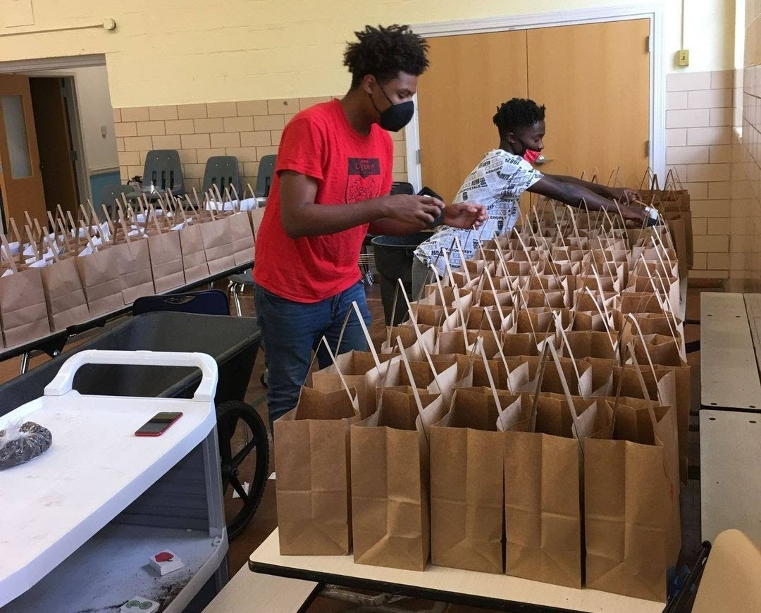 Students pack lunches